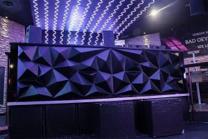 Bühnenverkleidung aus 3D Polygone